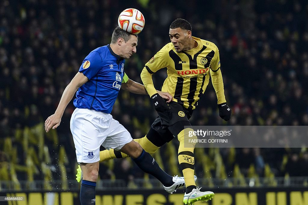 Young Boys' French forward <a gi-track='captionPersonalityLinkClicked' href=/galleries/search?phrase=Guillaume+Hoarau&family=editorial&specificpeople=5223496 ng-click='$event.stopPropagation()'>Guillaume Hoarau</a> (R) vies for the ball with Everton's English defender <a gi-track='captionPersonalityLinkClicked' href=/galleries/search?phrase=Phil+Jagielka&family=editorial&specificpeople=682518 ng-click='$event.stopPropagation()'>Phil Jagielka</a> during the UEFA Europa League round of 32 first leg football match between BCS Young-Boys and Everton FC on February 19, 2015 in Bern. AFP PHOTO / FABRICE COFFRINI