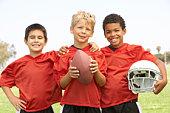 Jeunes garçons de l'équipe de Football américain