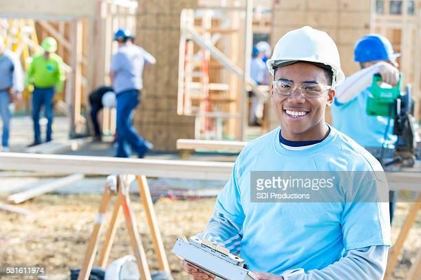 Giovane edificio foremanat nuova casa costruzione sito