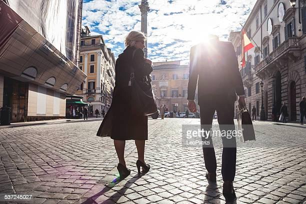 Negocios joven pareja en Roma