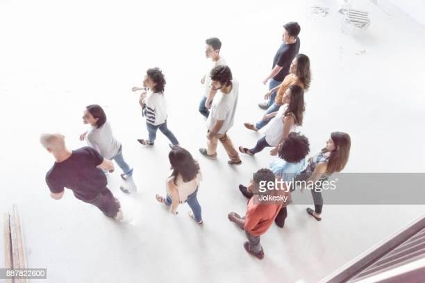 Junges Unternehmen Team zu Fuß entfernt