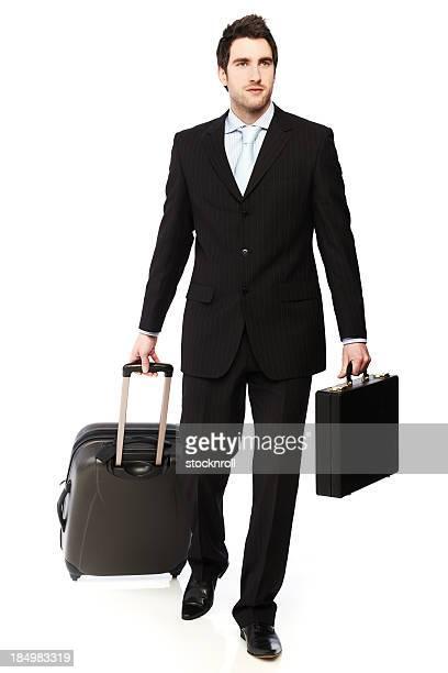 Junger Geschäftsmann mit Koffer