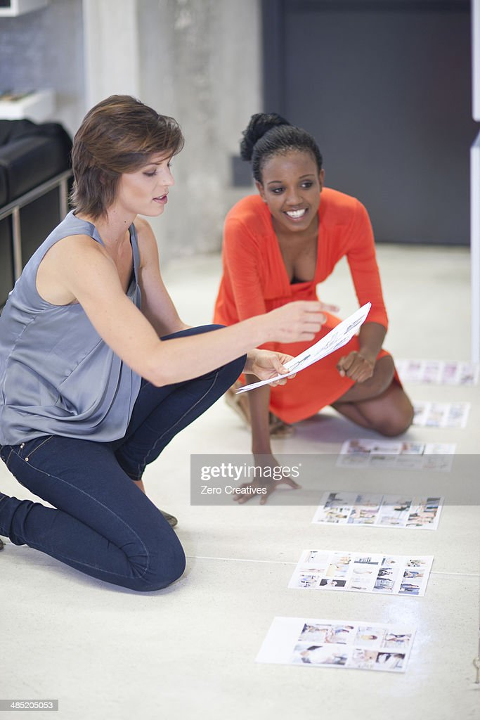 Young businesswomen holding ideas meeting in office : Stock Photo