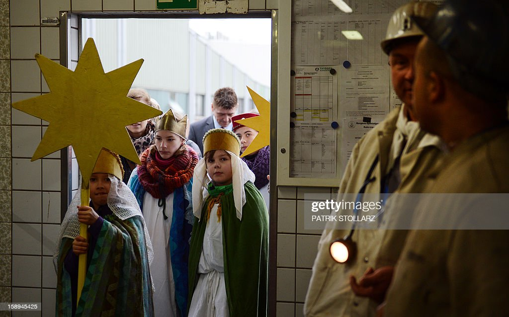 Young carol singers visit the coal mine Prosper Haniel Schacht 10 on January 4, 2013 in Bottrop, western Germany. The 2013 'Three King's Action' charity focuses on the plight of children in Tanzania. AFP PHOTO / PATRIK STOLLARZ