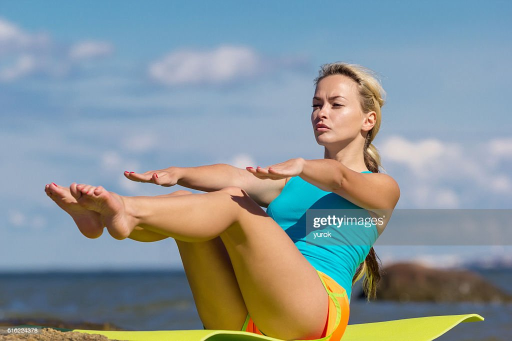 young caucasian fitness woman practicing yoga : Stock-Foto