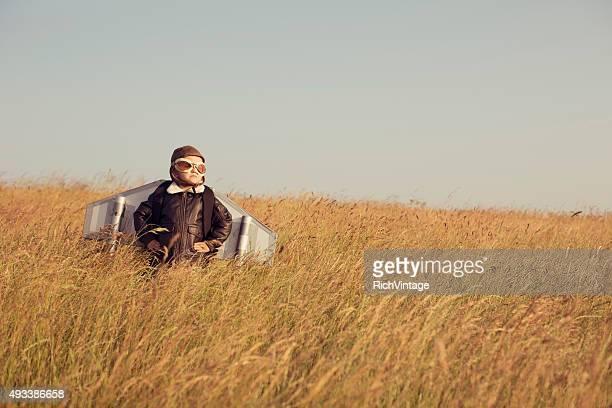 Jeune enfant avec pilote et l'espace. équipement