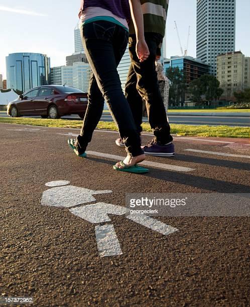 Young ciudad de peatones