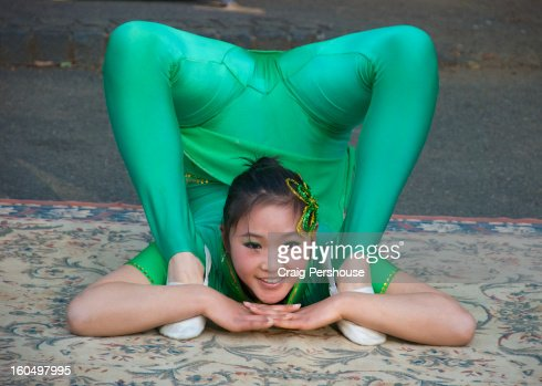 Young contortionist busking in Ueno Park