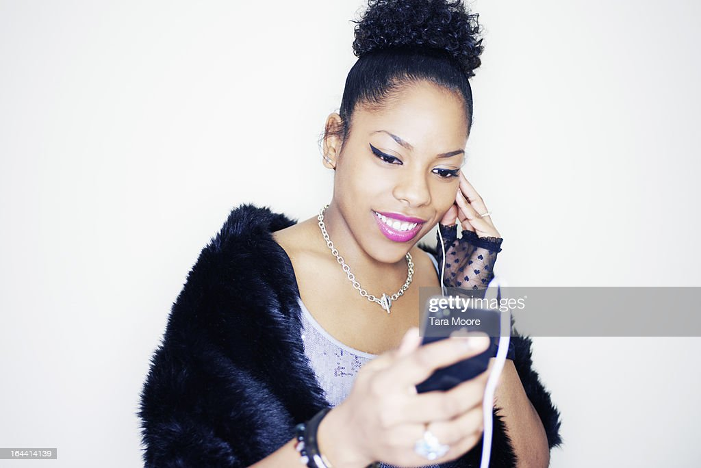 young cool woman with mobile listening to music : Stock Photo