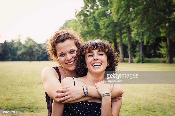 若いカップルの公園