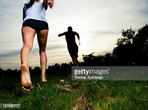 若いカップル素足の実行