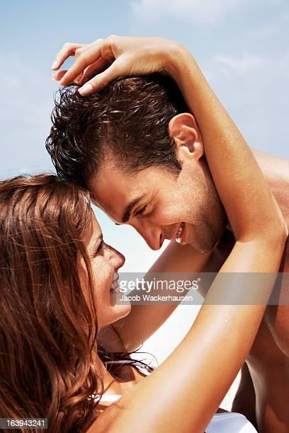 Junges Paar in einen romantischen moment