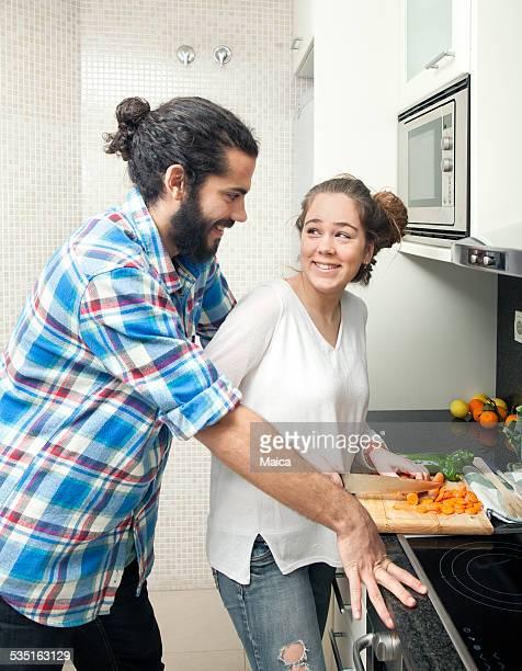 Junges Paar Kochen