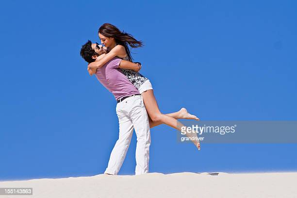 Junges Paar Tanzen am Strand