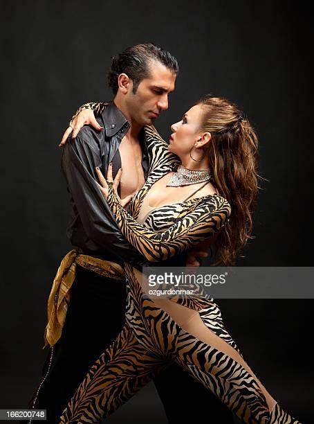 若いカップルダンス