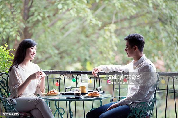 Young couple eating breakfast in a cafe