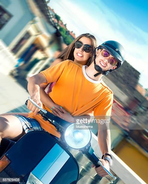 Junges Paar genießen einen Sommertag