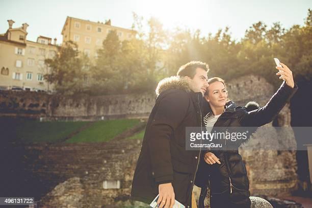 Junges Paar in der Stadt
