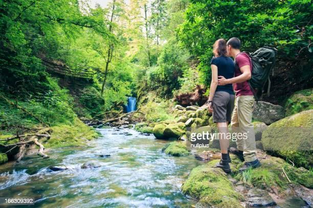 Junges Paar Wandern