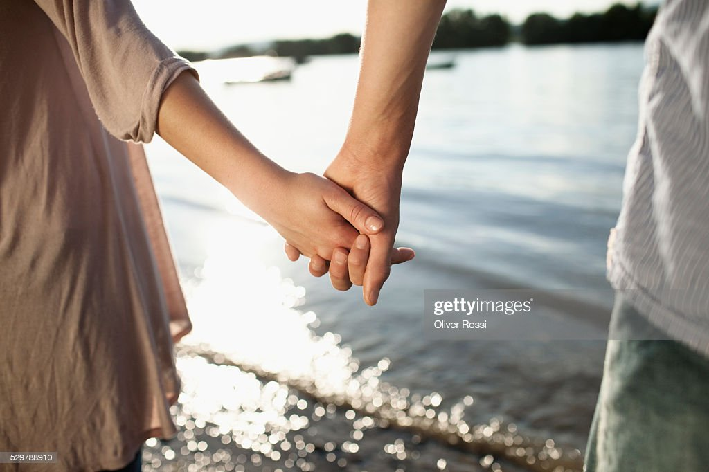 Young couple holding hands : Foto de stock