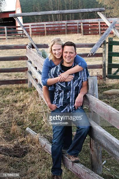 Jeune Couple sur la ferme