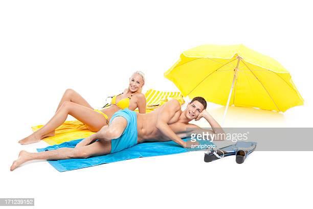 Junges Paar entspannen in Strand tragen