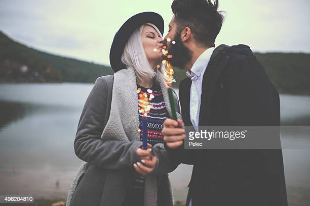 Junges Paar in Liebe feiern das Leben