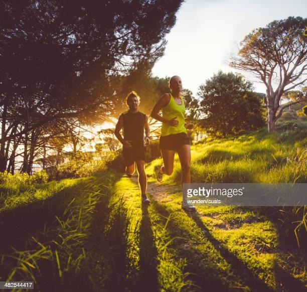 Jeune couple de jogging