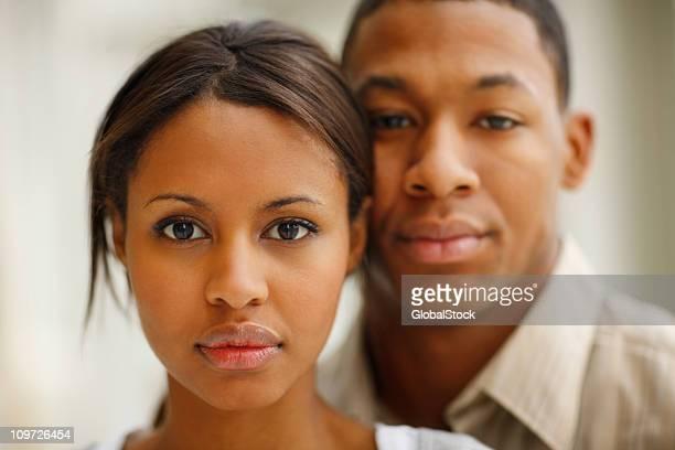 Junges Paar, die ernsthafte