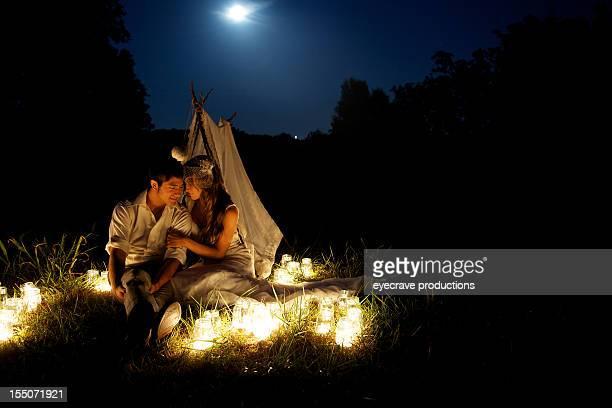Junges Paar Mondlicht Ausflug Ehe-Glück
