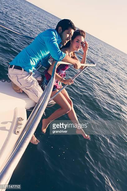 Junges Paar auf einem Boot