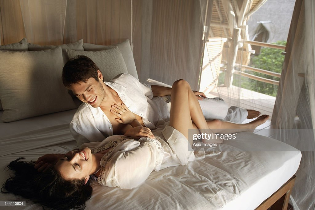 young couple on bed : Foto stock