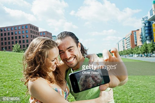 Young couple photo messaging : Stock-Foto