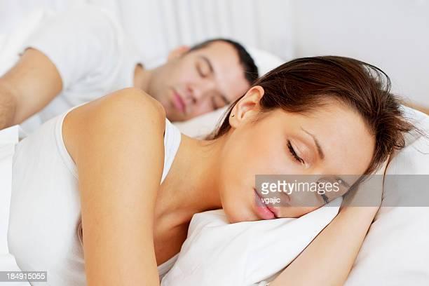 Jeune Couple dormir