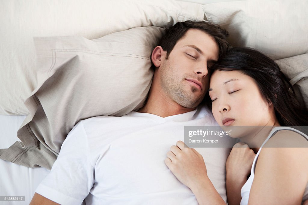 Young couple sleeping : Foto de stock
