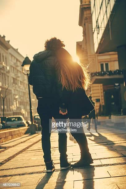 若いカップルのお客様には、通りに立つ環境