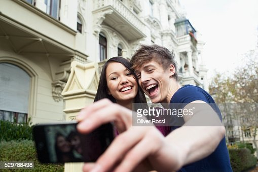 Young couple taking a self portrait : Stock-Foto