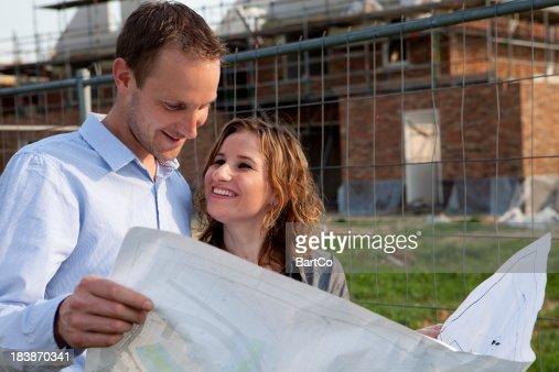 Jeune couple souhaite acheter une maison.