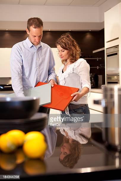 Casal Jovem quer comprar uma nova cozinha em Salão de Exposições.