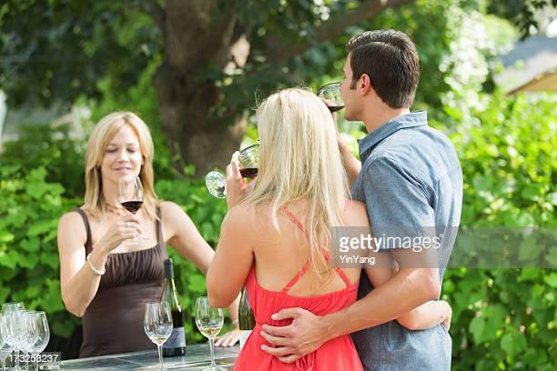 Casal Jovem, Degustação de vinhos no Estabelecimento Vinícola vinha