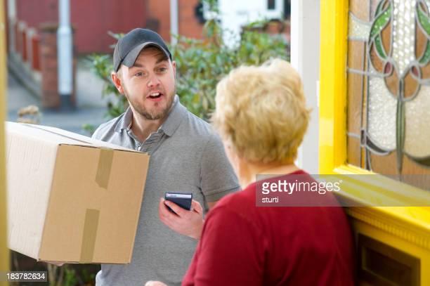 Young servicio de mensajería proporciona paquetes
