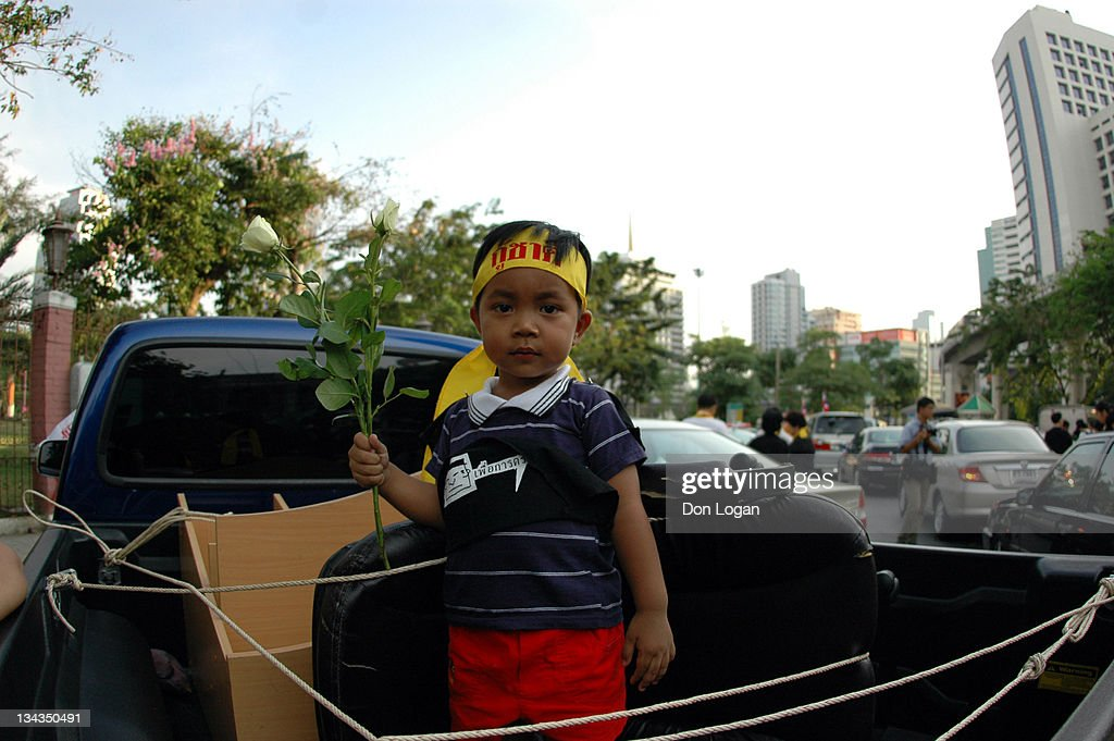 A young demonstrator prepares for tonight's anti- Prime Minister <a gi-track='captionPersonalityLinkClicked' href=/galleries/search?phrase=Thaksin+Shinawatra&family=editorial&specificpeople=220948 ng-click='$event.stopPropagation()'>Thaksin Shinawatra</a> rally in Lumpini Park, Bangkok, Thailand