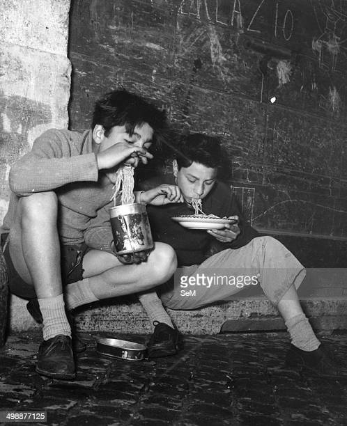 Young eating on the street Spaghetti in Rome 1953