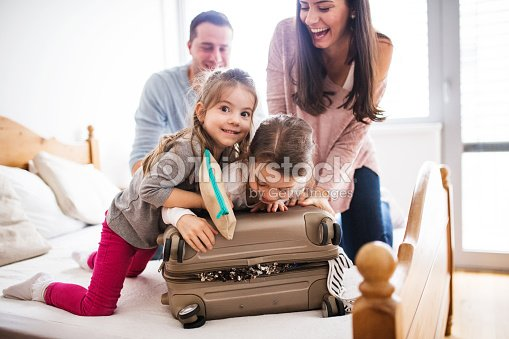 Young family with two children packing for holiday. : Foto de stock