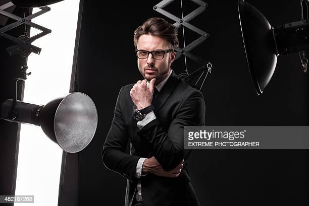 Junge modische Mann im Foto-studio