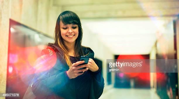 SMS de jeune à la mode sur la rue