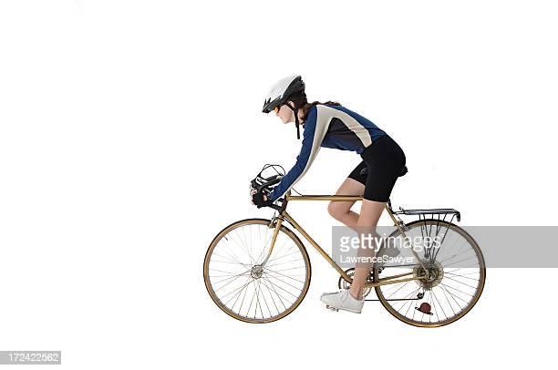 Joven ciclista en acción
