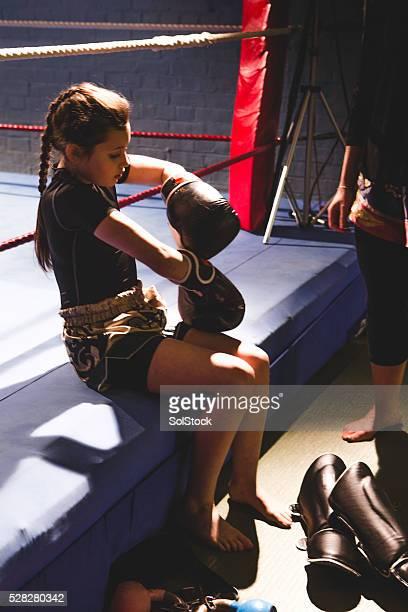 Jeune femme Pratiquant de combat libre