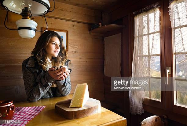 Junge weibliche Touristen, die Schweizer Gastfreundschaft