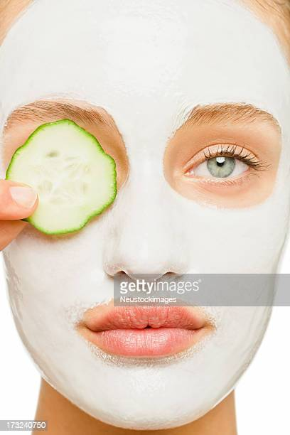 Jeune femme en cours de soins de beauté